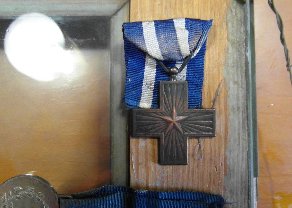 Medaglia Croce Al Merito Di Guerra Fronte.JPG