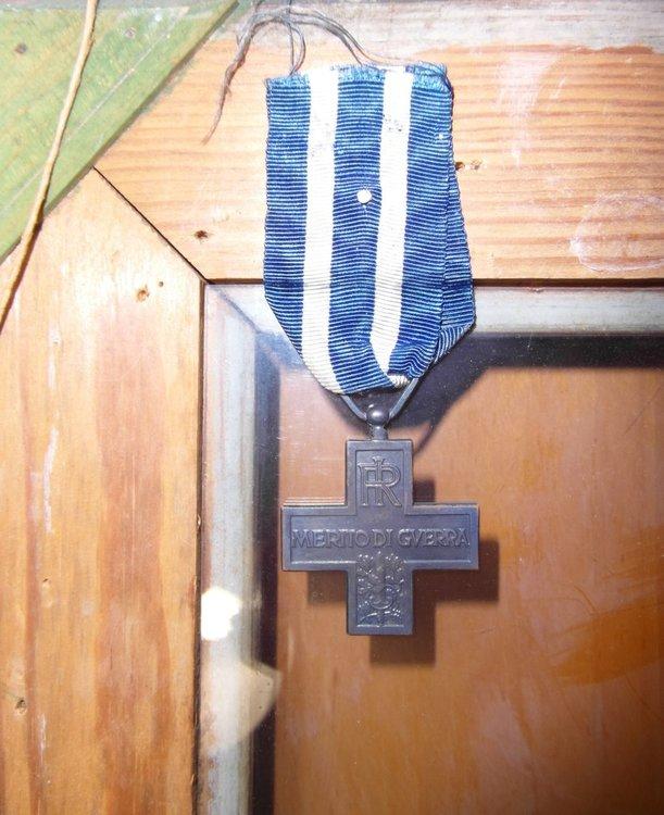 Medaglia Croce Al Merito Di Guerra Retro.JPG