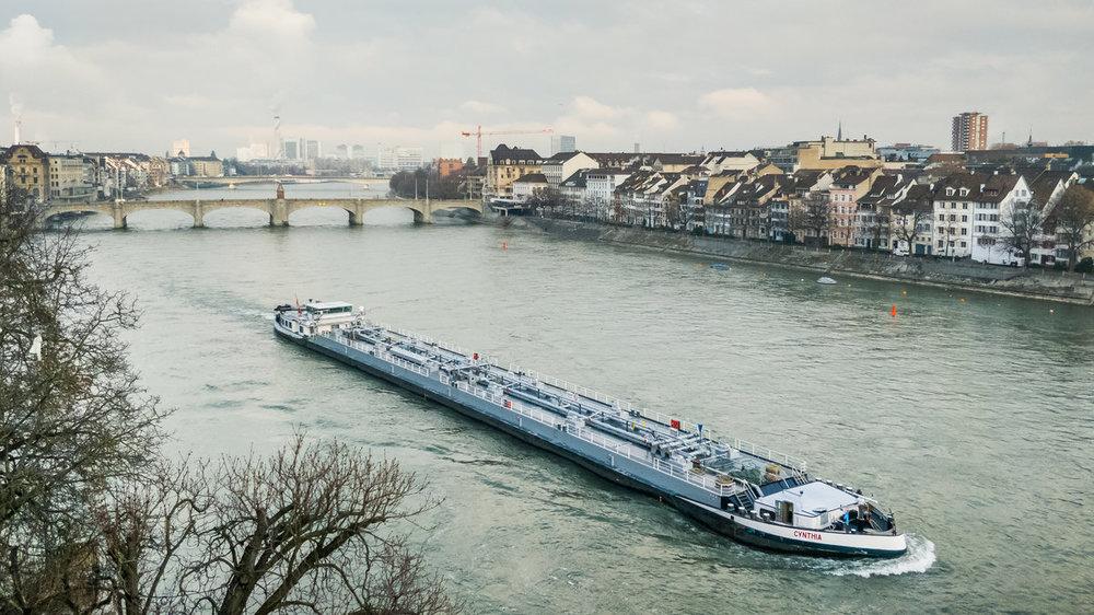 Tank_barge_Cynthia_-_ENI_07001733_-_in_Basel_on_the_river_Rhine-102338.jpg